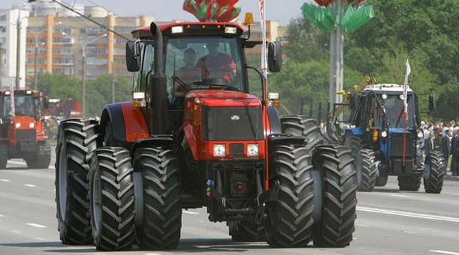 парад тракторов МТЗ