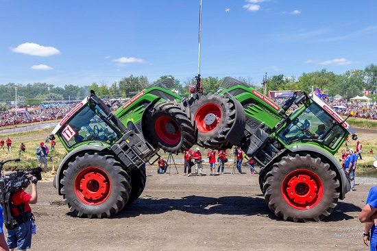 обзор гонок на тракторах Бизон-Трек-Шоу-2018