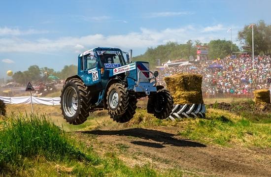 Гонки на тракторах в Ростове
