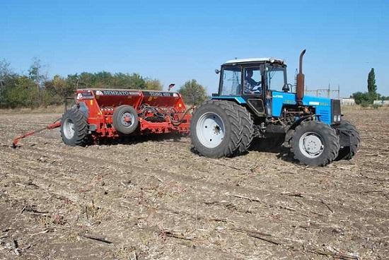 фото трактор мтз 1221