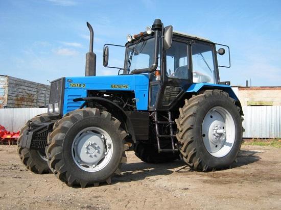 Трактор МТЗ-1221 получил звание лучшей сельхоз техники 2017 года.