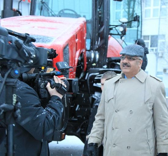 Мощный  трактор мтз 5022 впечатлил гостей из Пакистана