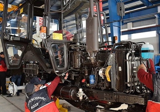 В Азербайджане собрали юбилейный трактор МТЗ