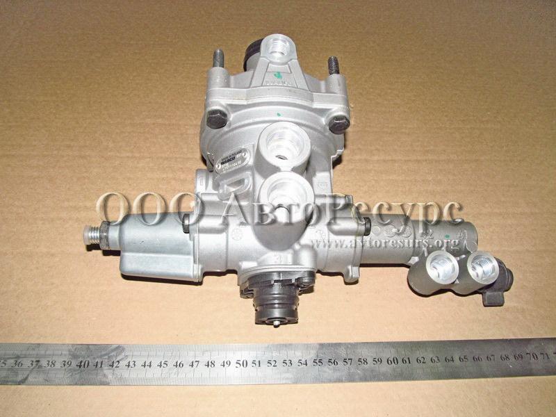 Регулятор давления пневматической системы трактора МТЗ-100.